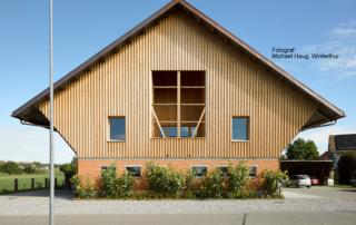 Umnutzung «Wohnen im Stall»: Aussenansicht Süd mit Loggia l Krattiger Holzbau AG Amriswil