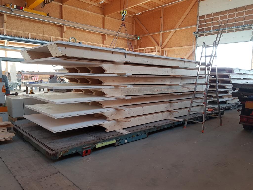 Blick in die Produktionshalle «Schwarzland»: Hier entsteht auch das Krattiger Haus | Krattiger Holzbau AG Amriswil
