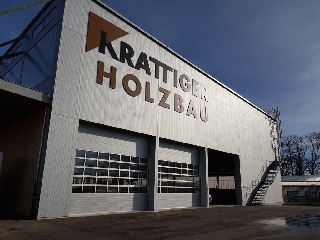 Seit 2015 in Betrieb: Elementproduktionshalle «Schwarzland» mit Gebäudehülle im Minergie-Standard | Krattiger Holzbau AG Amriswil