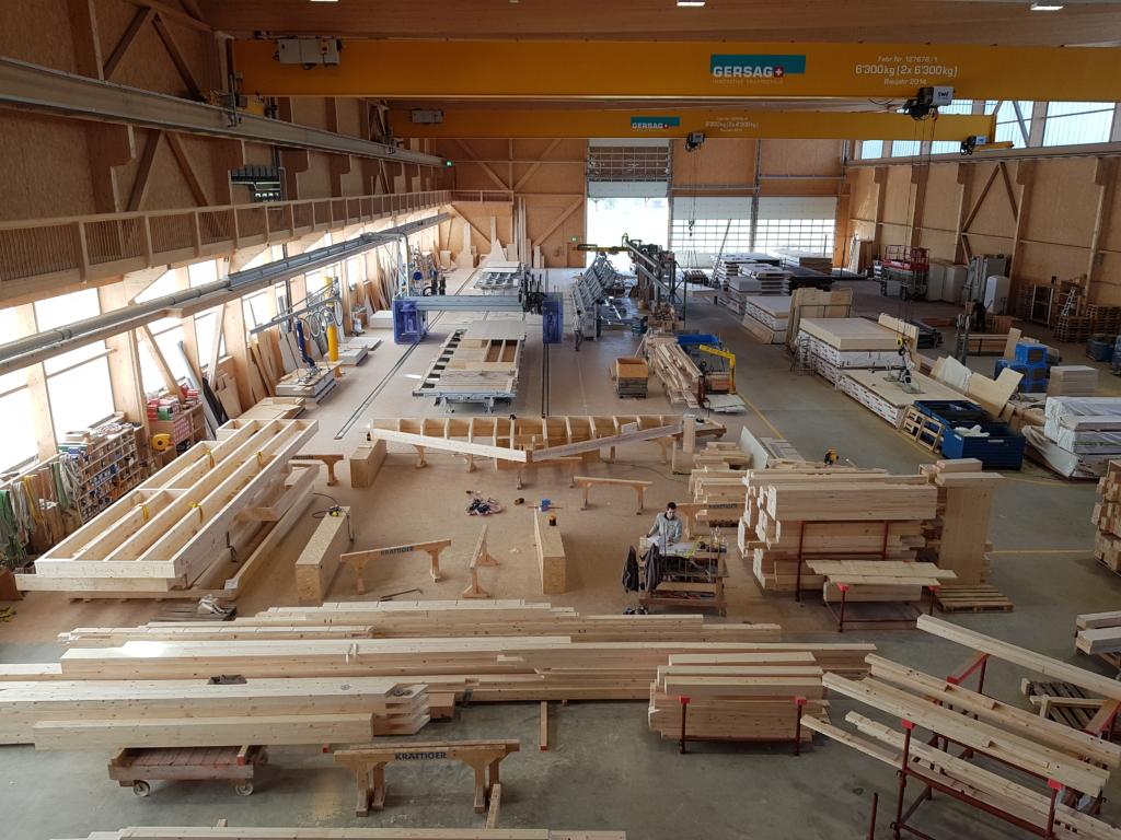 Produktionshalle «Schwarzland»: 80 Meter lang, 37 Meter breit, 18 Meter hoch | Krattiger Holzbau AG Amriswil