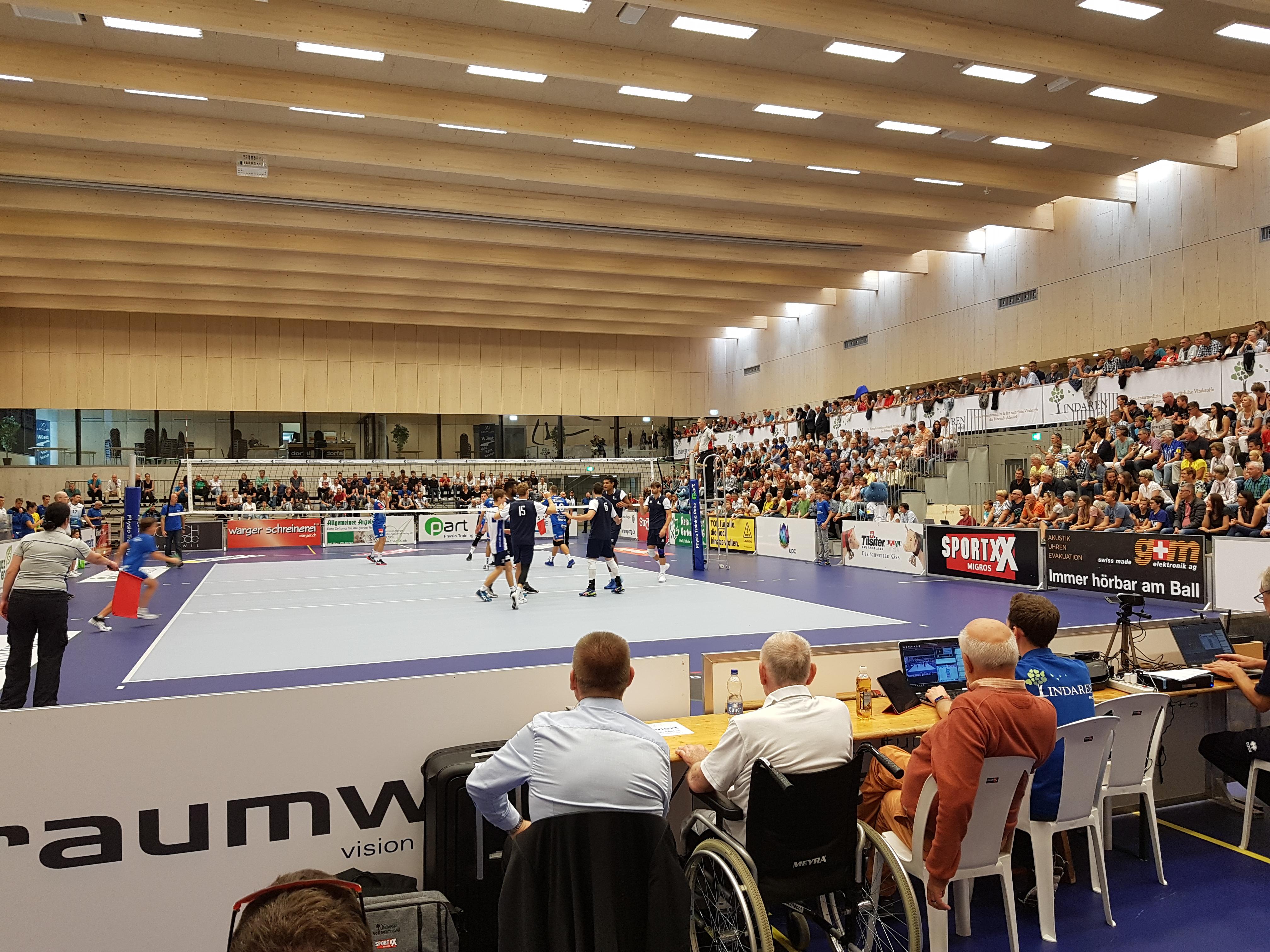 Sportanlage Tellenfeld Amriswil   Meisterschaftsspiel Lindaren Volley Amriswil im Neubau   Krattiger Holzbau AG Amriswil