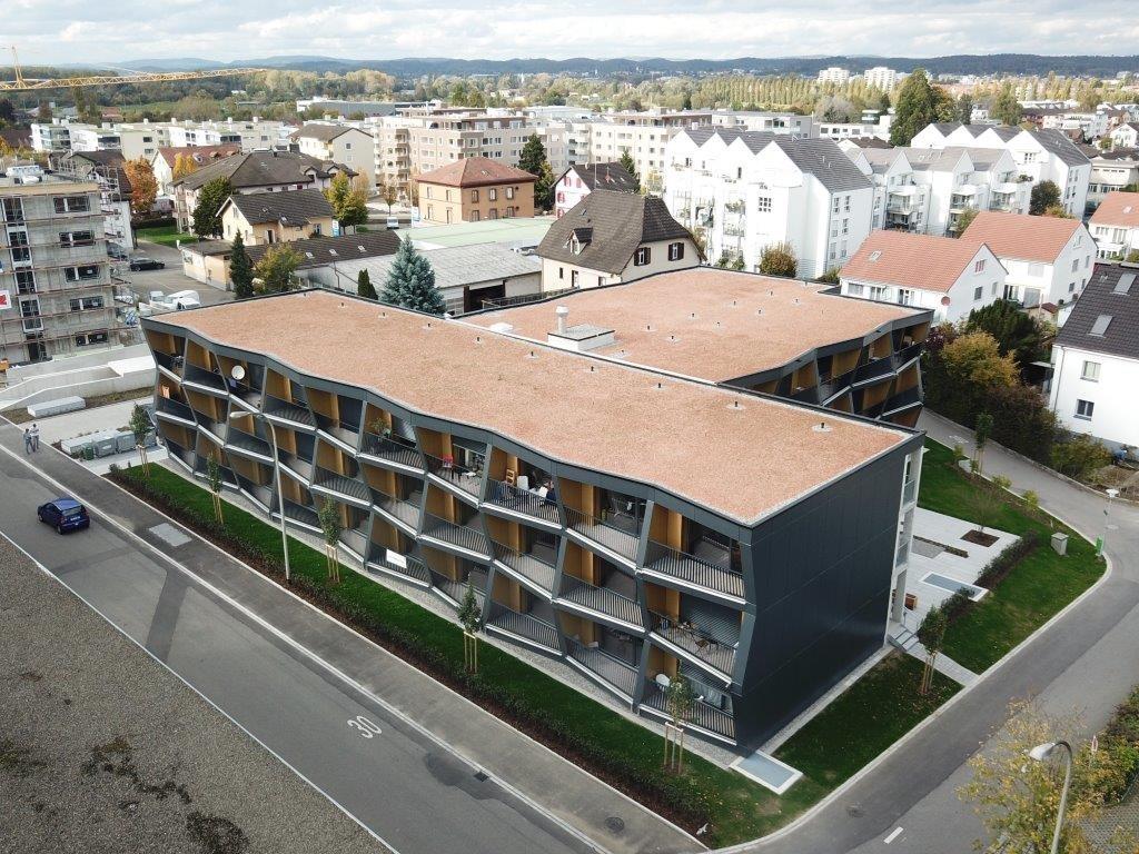 UNUS in Kreuzlingen: Vollkern-Fassade aus grossformatigen Fassadenplatten – nach Wunsch lackiert l Krattiger Holzbau AG Amriswil