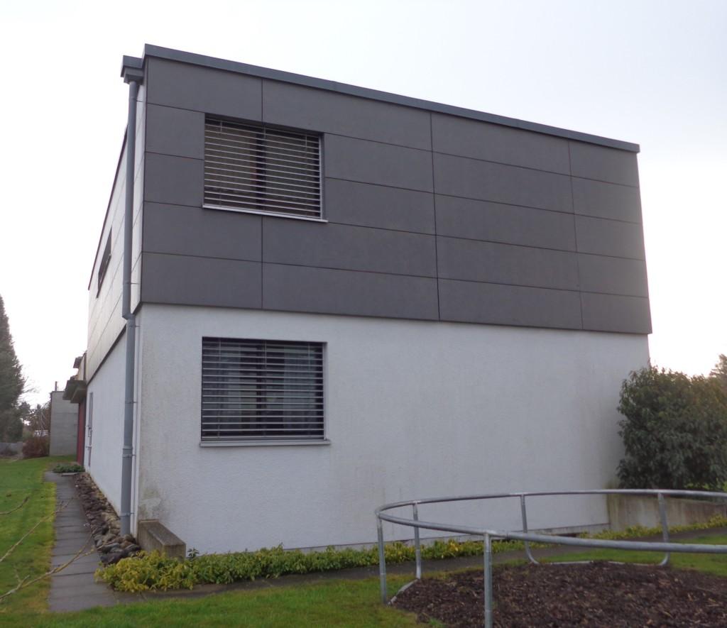 EFH in Amriswil: verputzte Fassade unten, hinterlüfteter Eternit oben | Krattiger Holzbau AG Amriswil