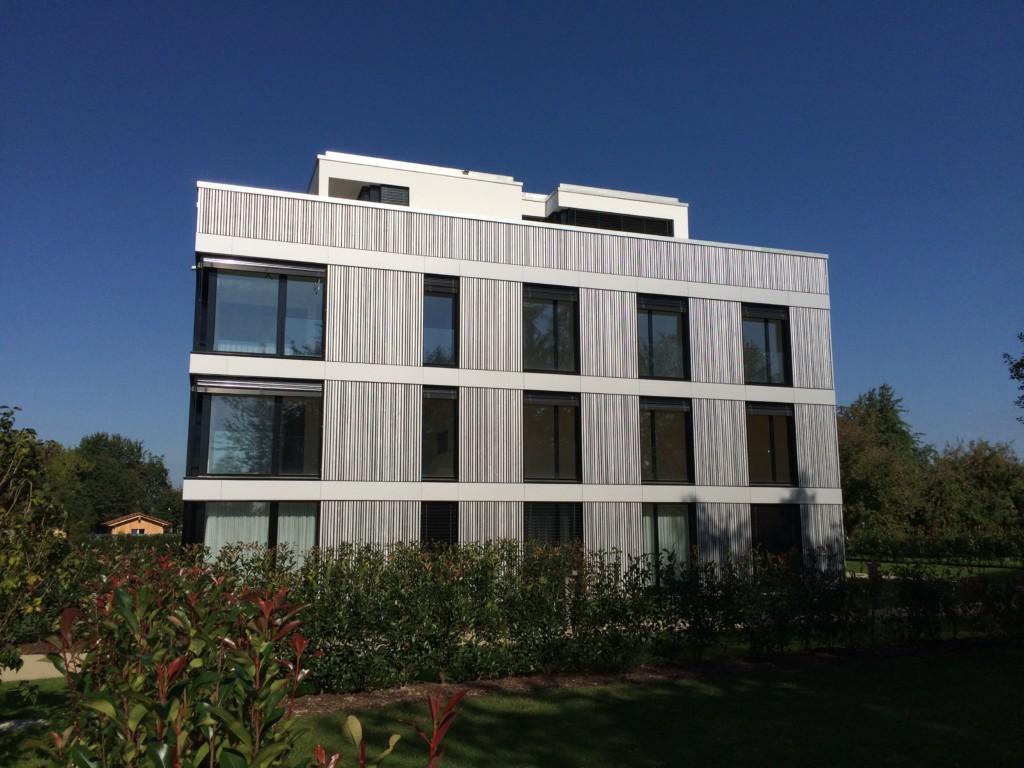 Blickfang: Vorvergraute Fassade aus Lärchenholz | Krattiger Holzbau AG Amriswil