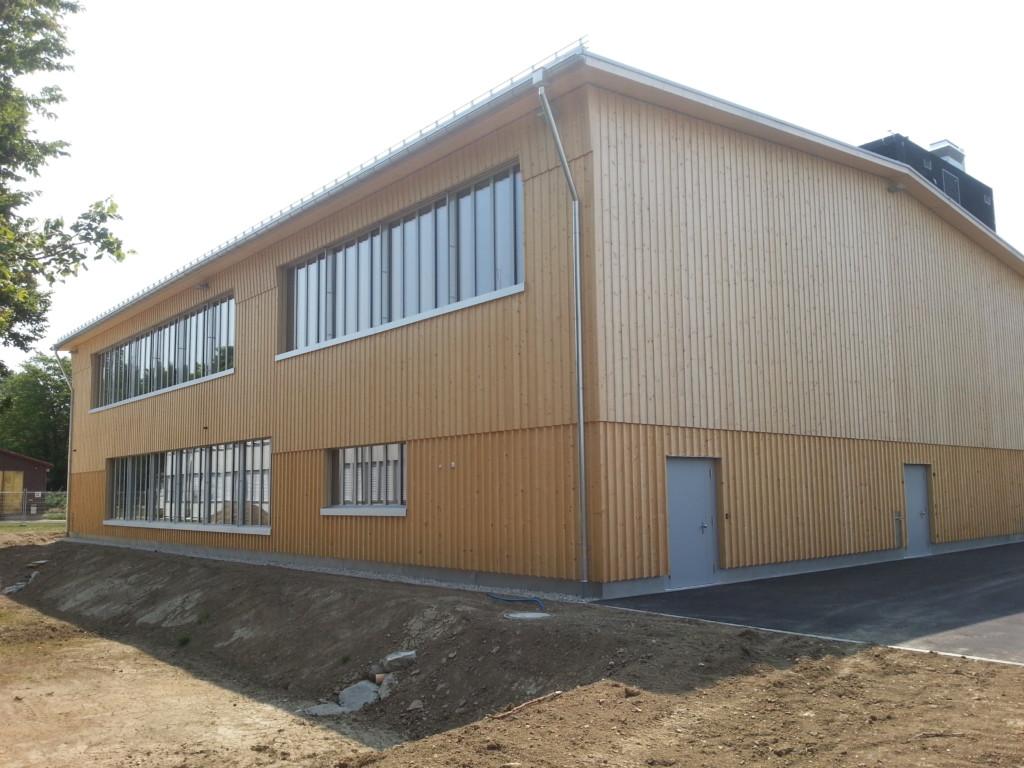 Ausbildungszentrum Galgenholz in Frauenfeld: Naturbelassene Holzfassade aus Schweizer Fichte l Krattiger Holzbau AG Amriswil