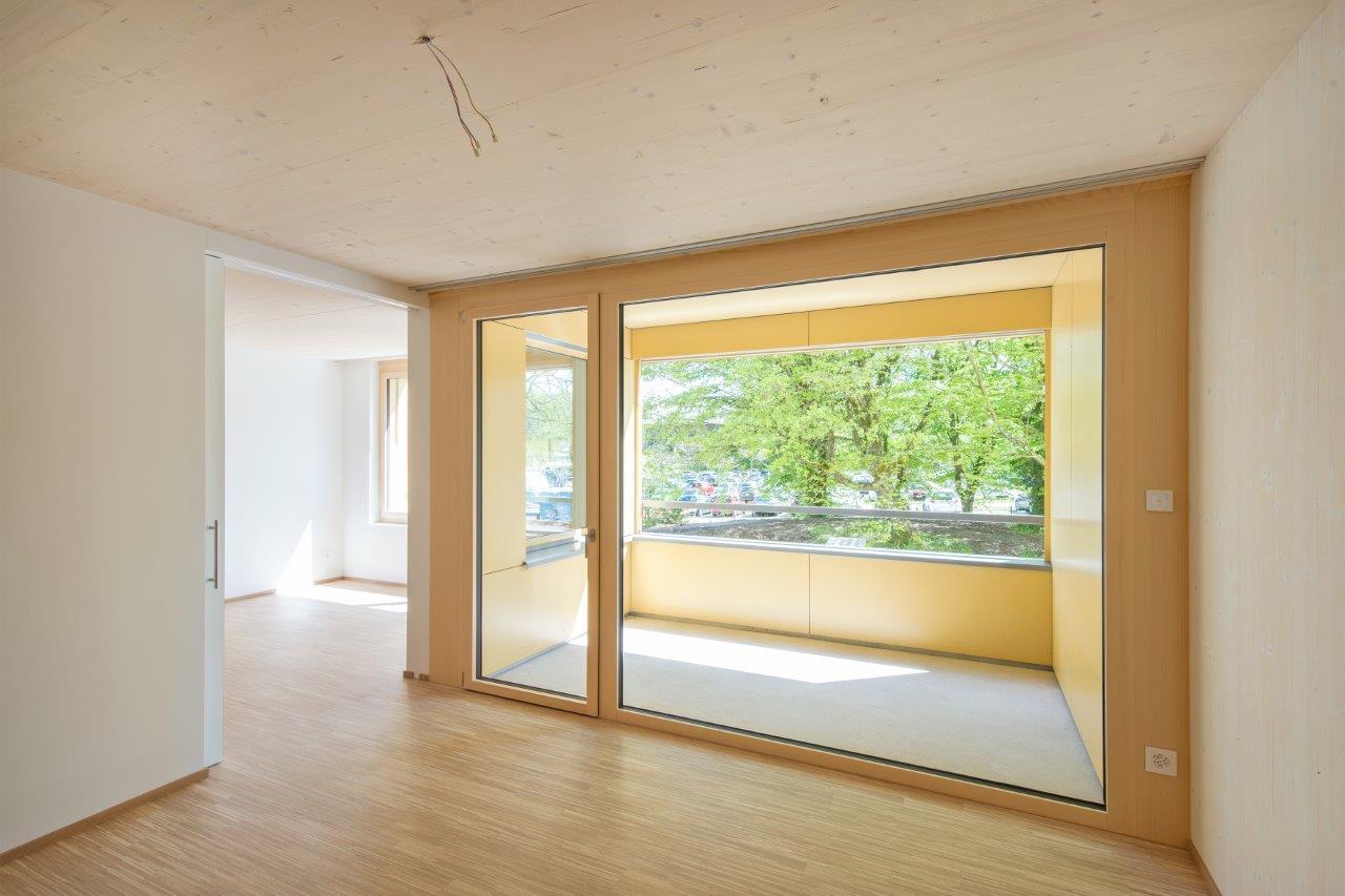 Alterssiedlung Reutenen Frauenfeld: Loggia mit Betonboden l Krattiger Holzbau AG Amriswil
